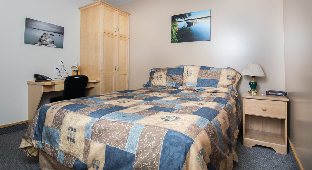 Pinewood Lodge Deluxe Guest Suites small 1